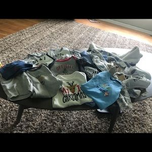 BUNDLE OF MISCELLANEOUS BABY CLOTHES !